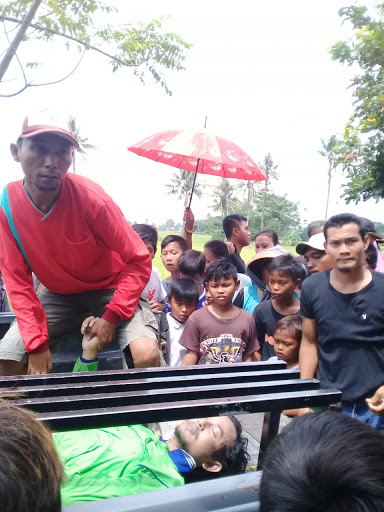 Nyari Pakan Jangkrik, Warga Sukajaya Tenggelam di Palisungan